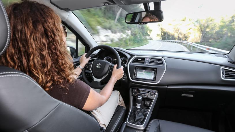 В Саудовской Аравии женщина впервые получила водительское удостоверение