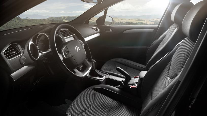 Citroen рассказал о комплектациях обновленного седана С4