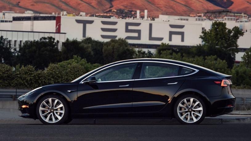 Электрическая Tesla Model 3 поступила в открытую продажу