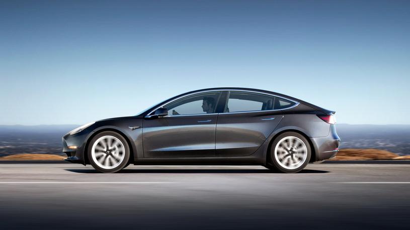 Самая дешевая Tesla: названы сроки появления и цена в России