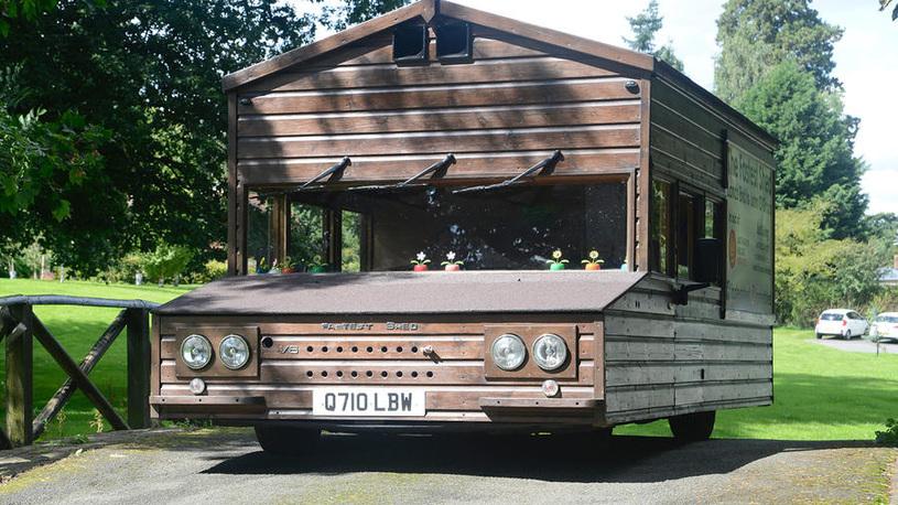 Британцы разгонят деревянный сарай на колесах до 160 км/ч