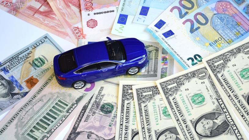 В России сразу 29 марок переписали цены на машины за месяц