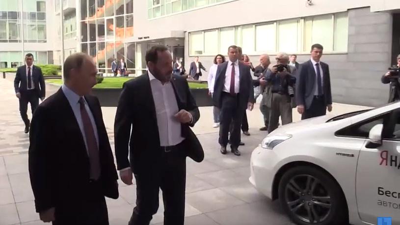 Путину показали российский беспилотный автомобиль