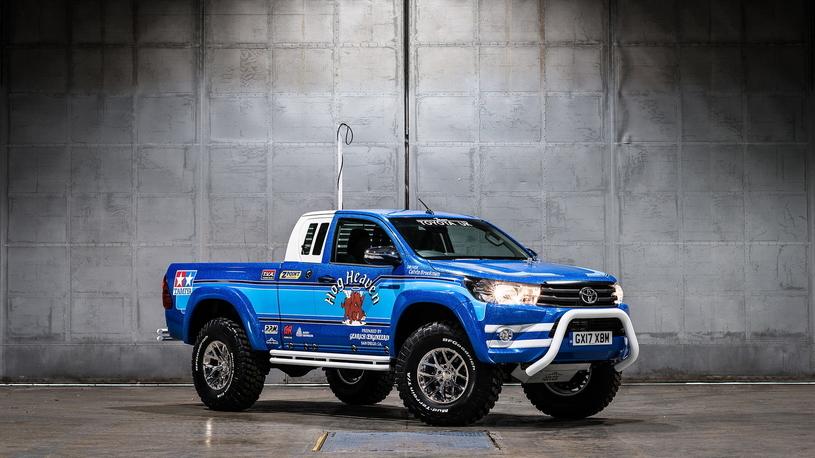 Тойота посвятила особую версию пикапа Hilux игрушечной модели