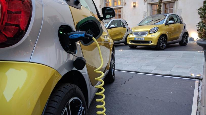 Люди электрокарами интересуются, но предпочитают автомобили с ДВС. Почему?
