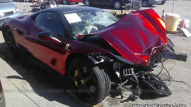 Богатые тоже бьются: дорогую Ferrari разорвали на запчасти!