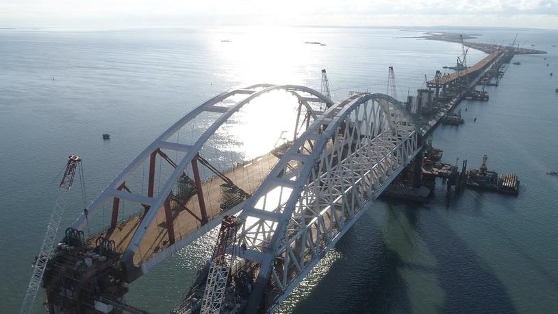Мост в Крым откроют для легковых автомобилей уже к лету