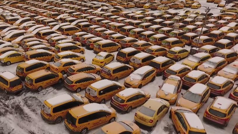 В Москве обнаружили огромное кладбище автомобилей такси (видео)