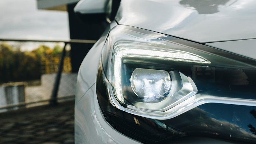 Опубликованы первые фото обновленной Opel Astra (и она уже разваливается!)