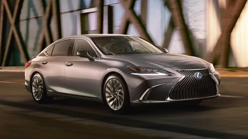 Новый Lexus ES получил российский ценник