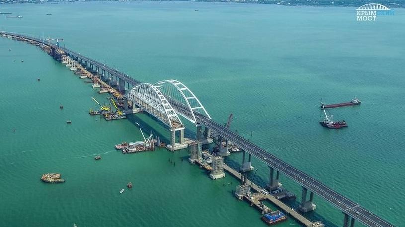 За сутки с Крымского моста эвакуировали четыре автомобиля