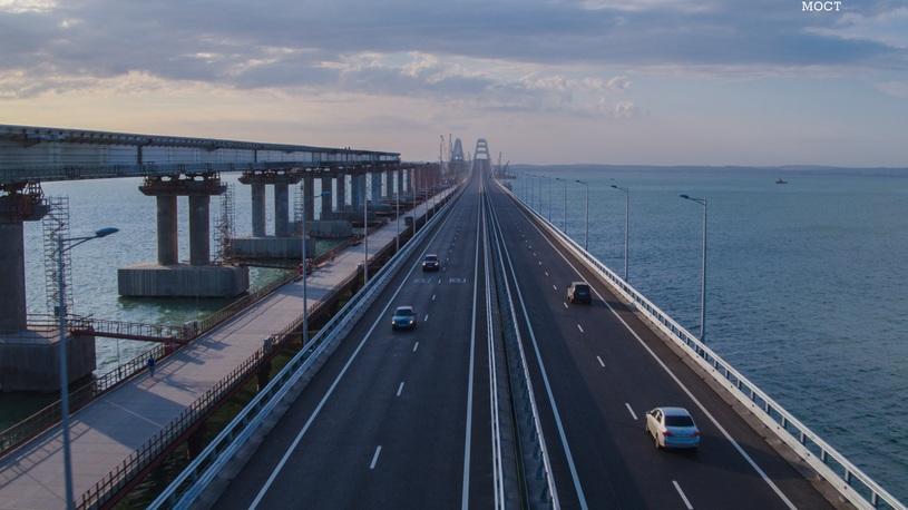 Путин рассказал, станет ли платным проезд по Крымскому мосту