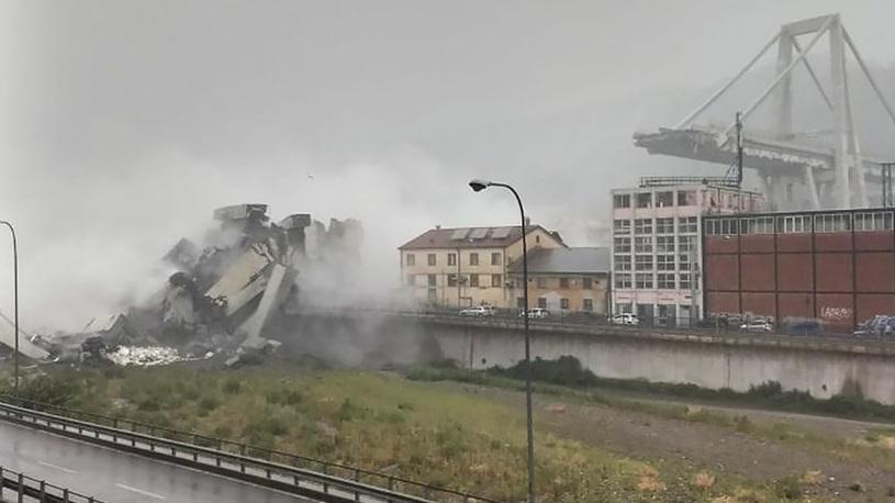 Мост в Италии рухнул после удара молнии