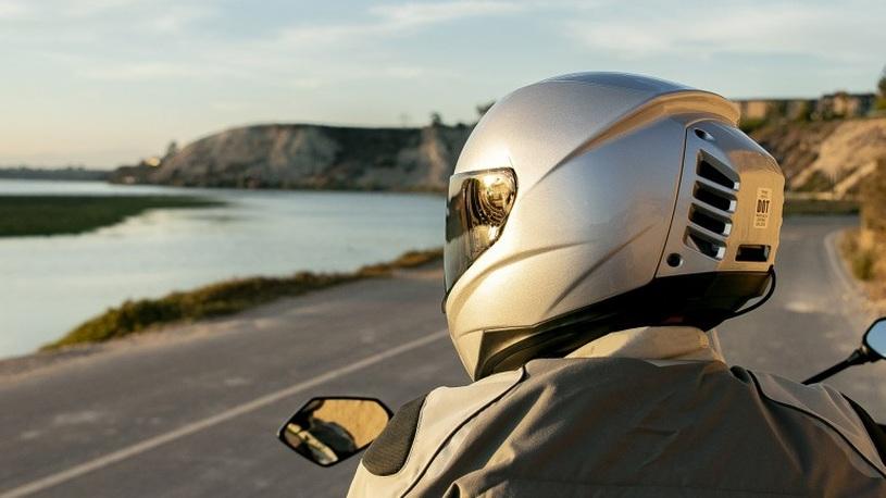 Мотоциклетный шлем наконец-то снабдили кондиционером