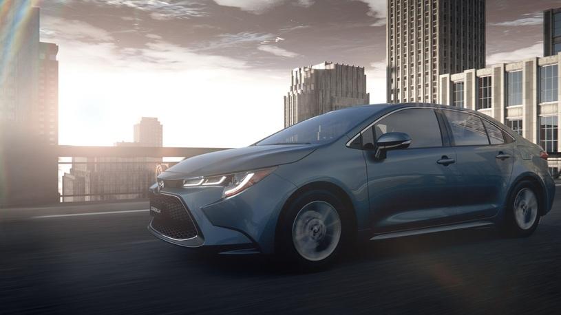Toyota представила сразу два седана Corolla нового поколения