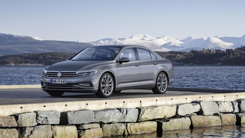 Volkswagen представил обновленный Passat для Европы