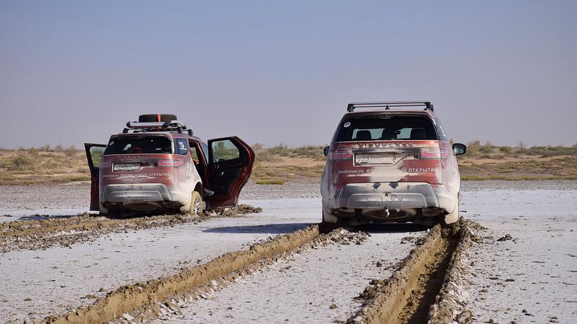 Близкий космос: на новом Land Rover Discovery – по плато Устюрт