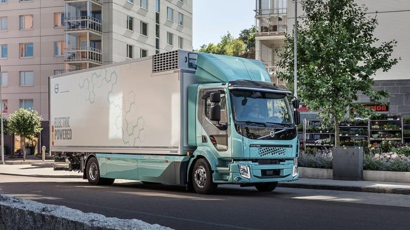 Volvo осуществила первые поставки электрических грузовиков