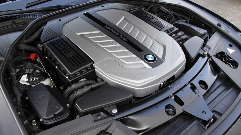 BMW пока не хочет отказываться от 12-цилиндровых моторов