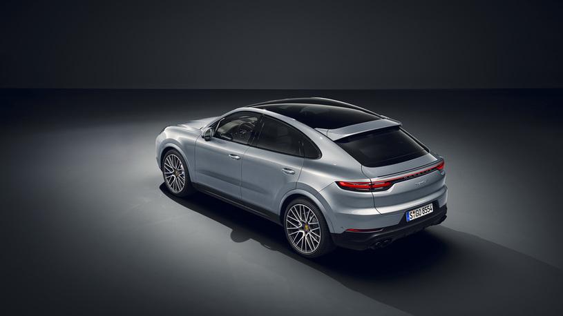Кросс-купе Porsche Cayenne получило в России 440-сильную версию S