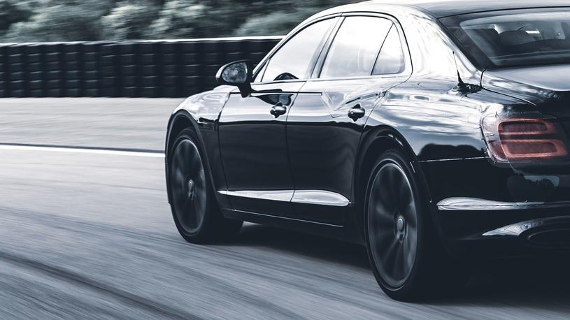 Bentley научит рулить задние колеса нового Flying Spur
