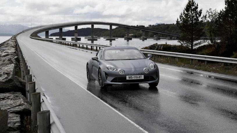 """Alpine """"подогрела"""" свою единственную модель A110"""