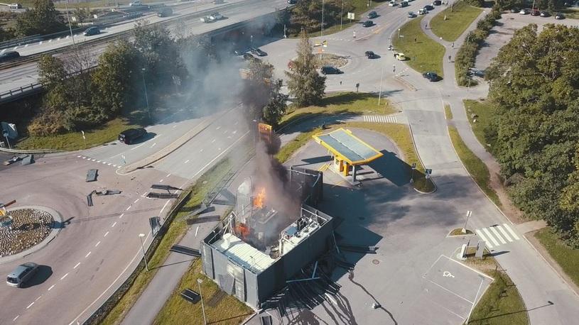 Из-за взрыва водородной заправки автомобили в Норвегии окаменели (видео)