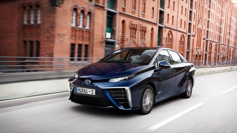 Toyota привела в Россию гостя из будущего по морю яко по суху