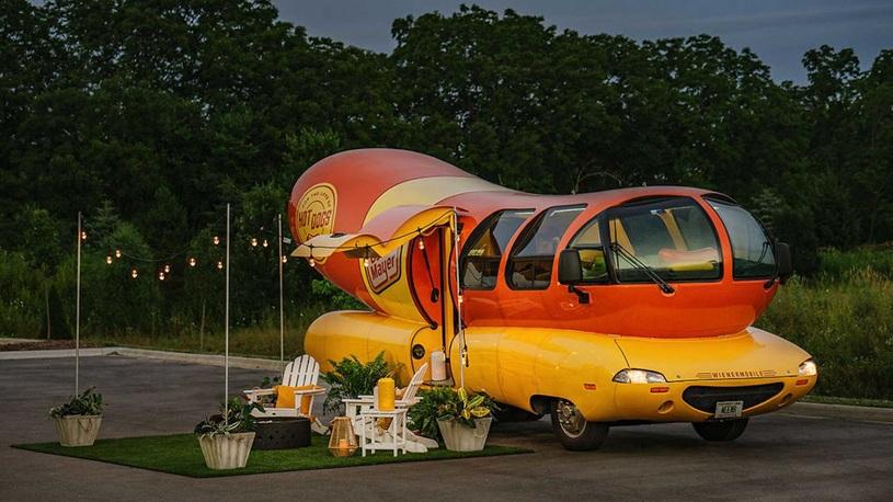 Пожить внутри хот-дога на колесах может любой желающий – но только 3 дня
