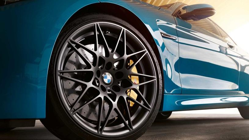 """BMW M4 обзавелась """"памятной"""" спецверсией"""