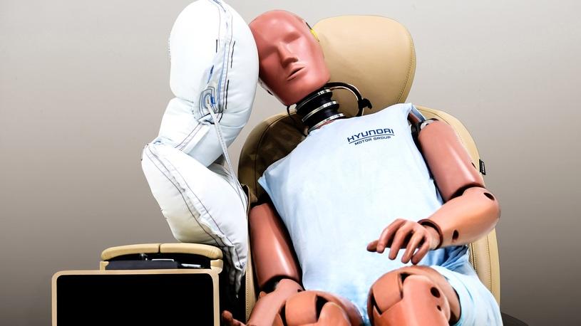 Hyundai изолирует водителя от пассажира подушкой, чтобы не бились головами