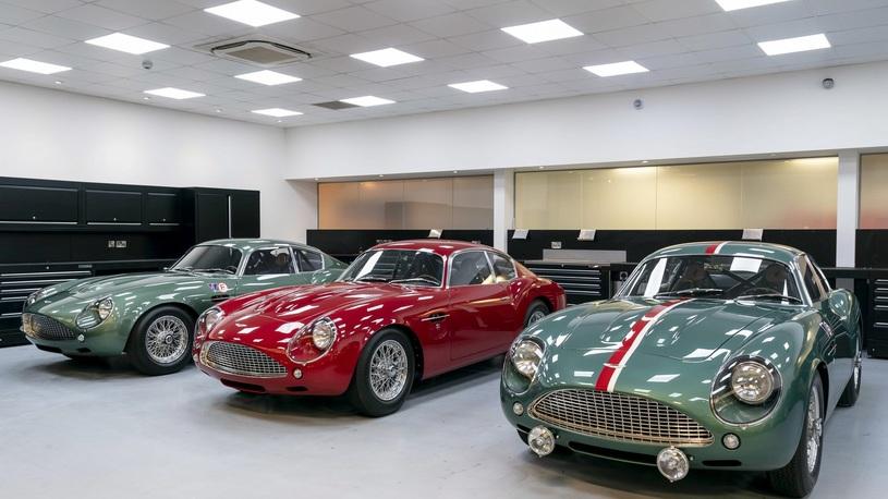 """""""Подарок"""" на Рождество: Aston Martin начал поставки ультрадорогого ретрокупе"""