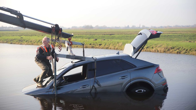 Новенький Audi RS Q8 за 17 млн рублей уже утопили в болоте (фото)