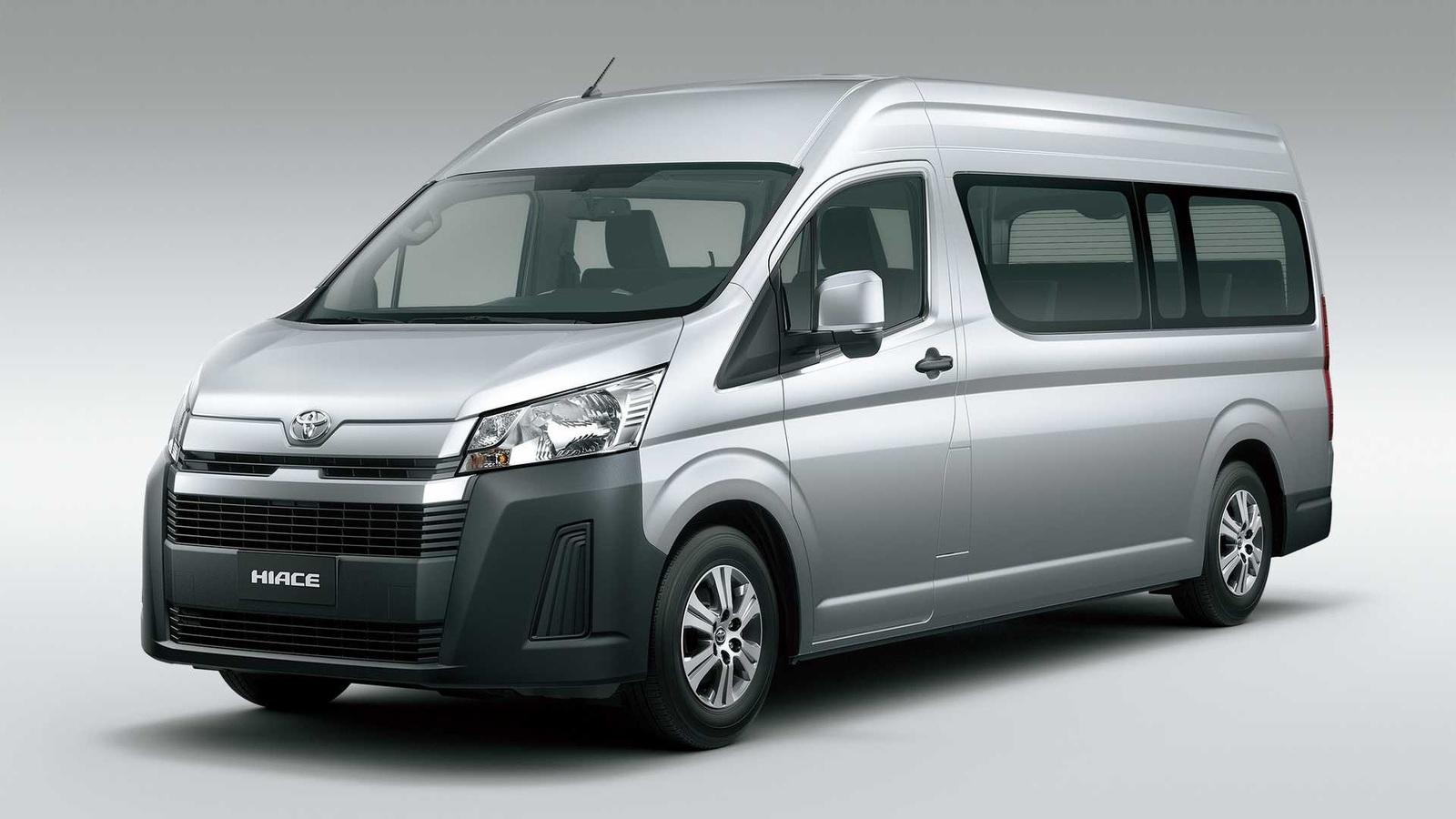 Российские дилеры начали прием заказов на новый Toyota Hiace