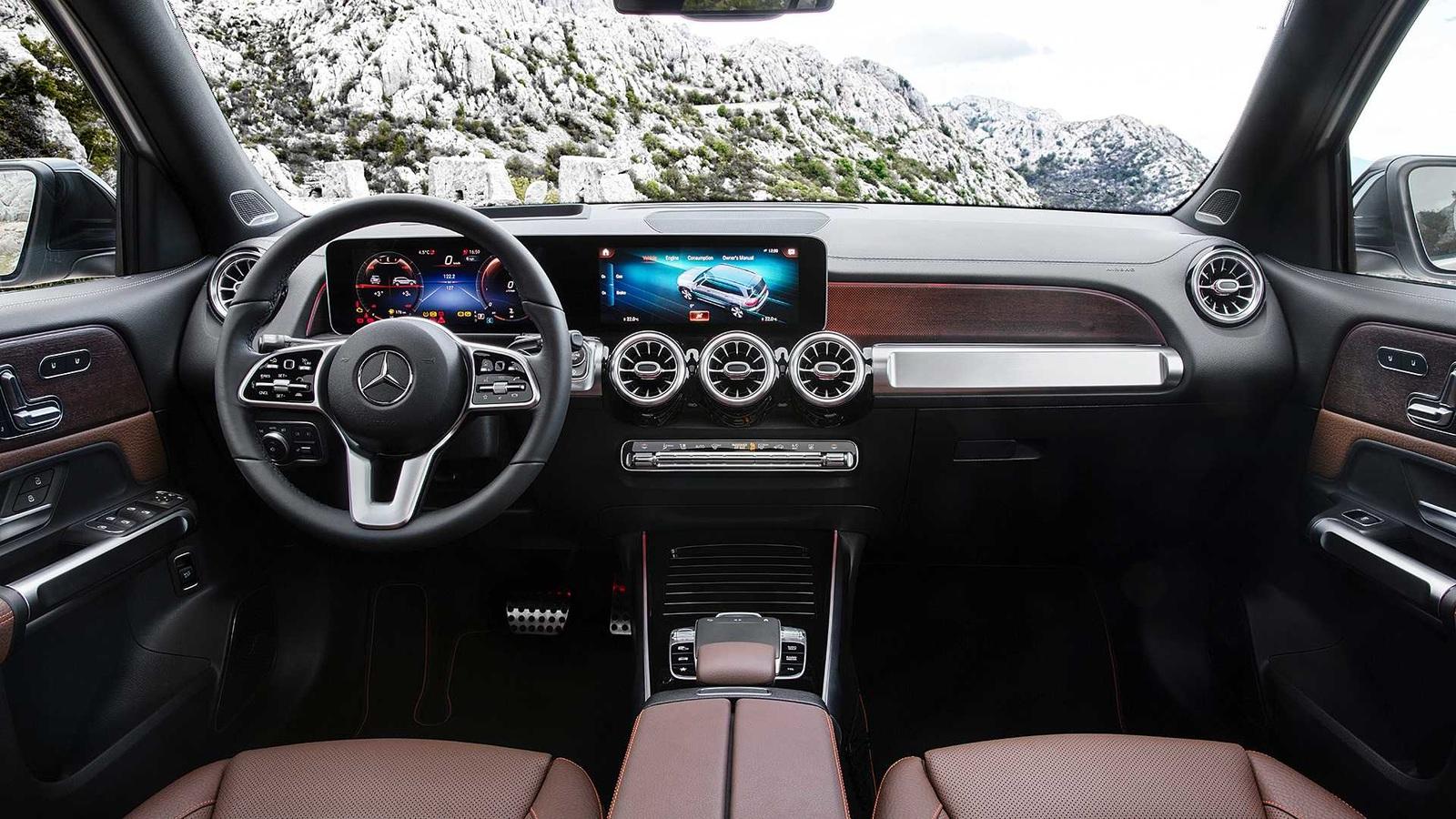 Mercedes-Benz GLB - небольшой, но 7-местный. В Россию он приедет, но нескоро