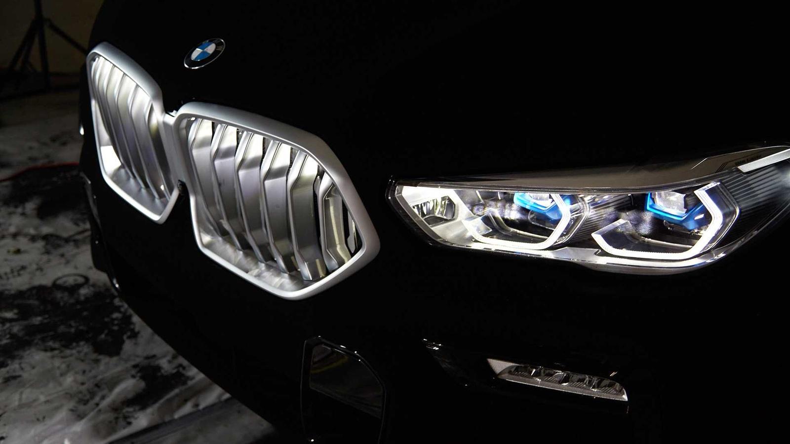 Чернее некуда: новый BMW X6 окрасили в самый черный цвет в природе