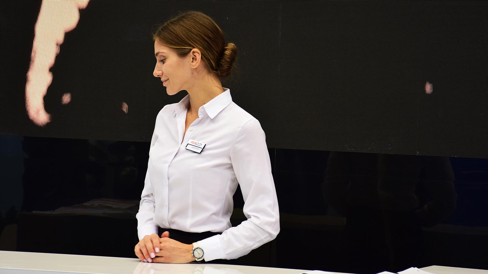 Работа девушки в автосалон работа вебкам ярославль