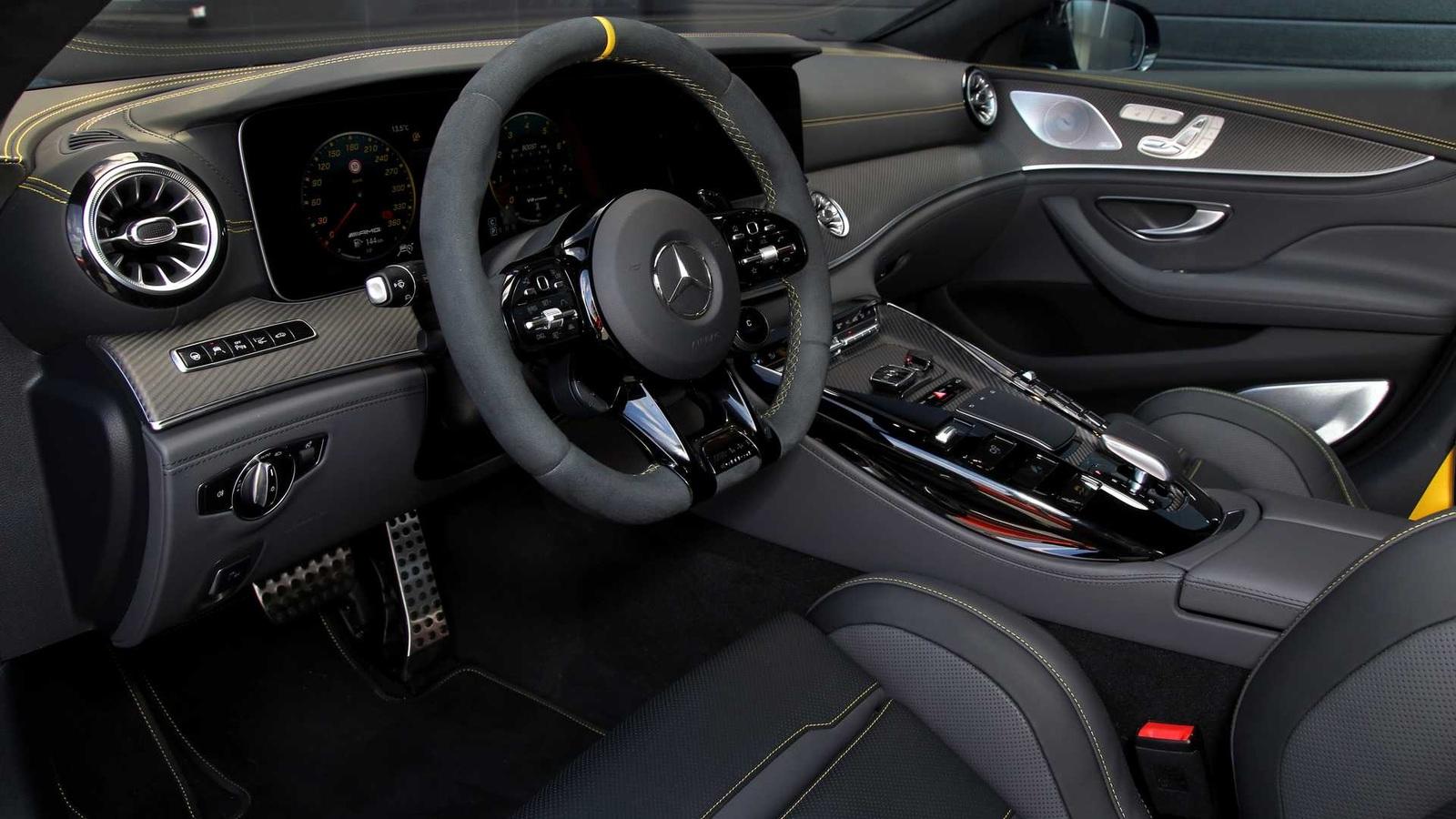 4-х дверный Мерседес-AMG GT 63 S зарядили вровень с гиперкарами
