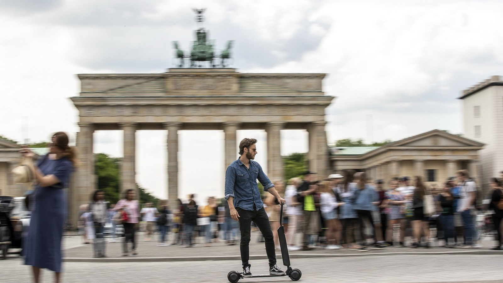Октоберфест: сотни немцев лишились прав за езду в пьяном виде на… самокатах
