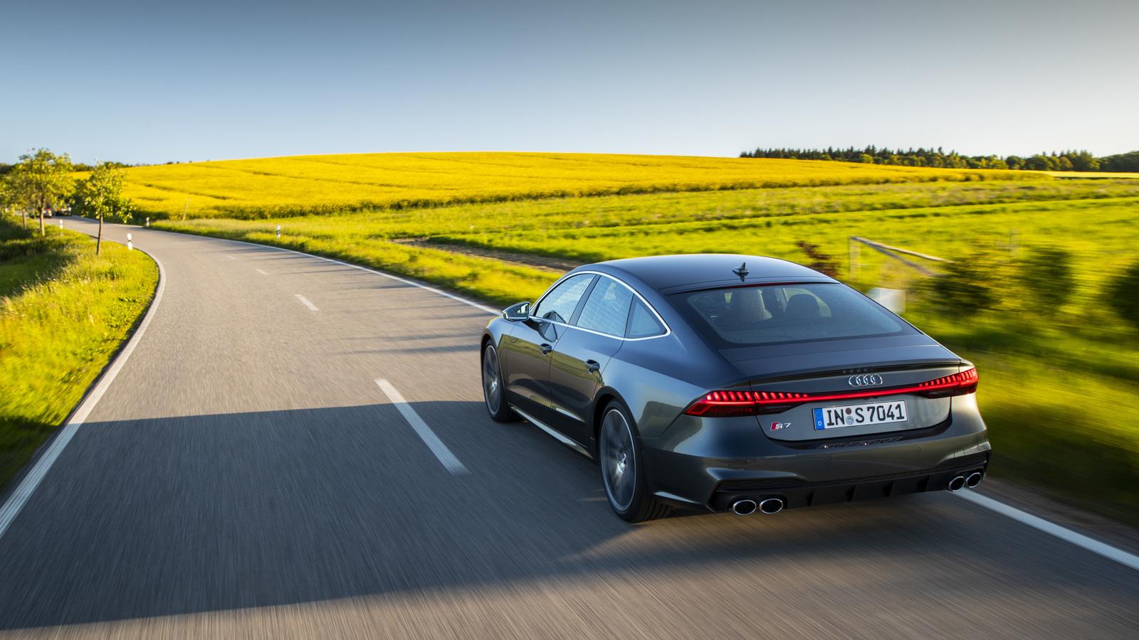 В России начали продавать новые и очень быстрые Audi