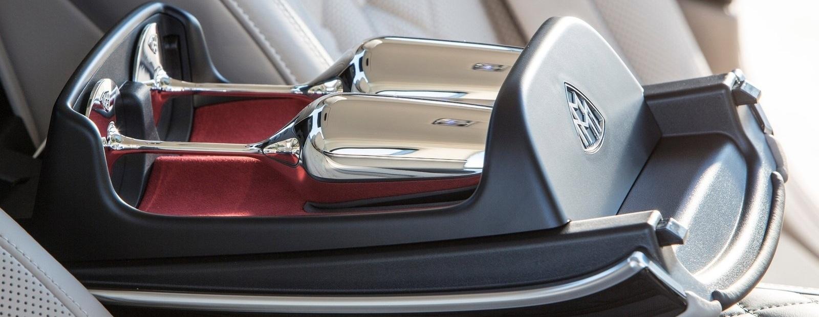 Посчитали-прослезились: фирменные бокалы для шампанского от Mercedes-Maybach