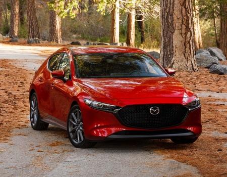 Старт продаж и цены на Mazda3