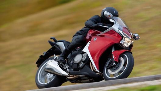 Первый мотоцикл с роботизированной КПП с двумя сцеплениями Honda VFR 1200F
