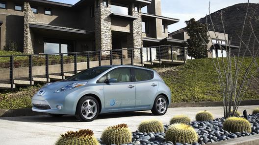 Nissan прекращает принимать заявки на электромобили Leaf