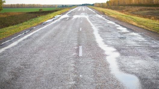 На ремонт российских дорог не успевают тратить деньги