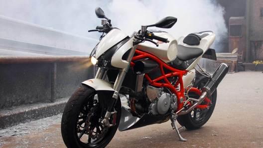 Nelis 1000R: перевоплощение легендарного мотоцикла Suzuki