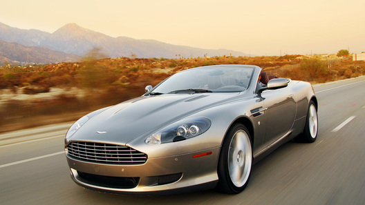 Британцы назвали Aston Martin DB9 лучшей машиной за последние 25 лет