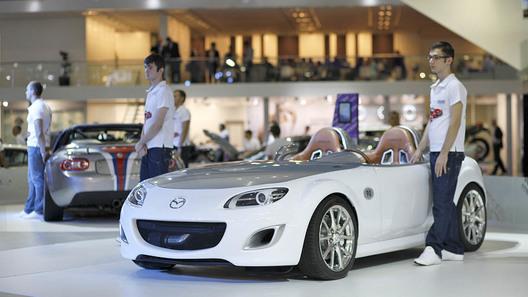 Mazda привезла в Москву новый минивен и уникальный концепт