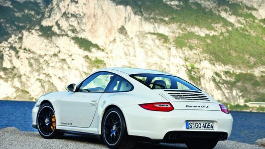 Porsche анонсирует к показу секретную модель
