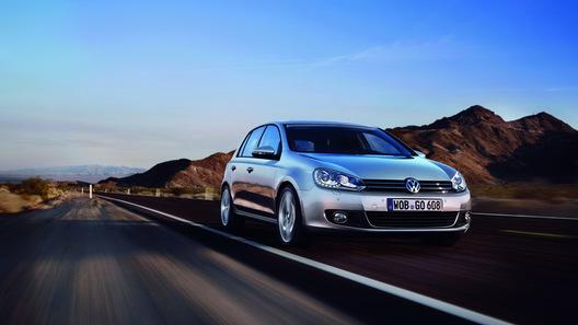 Volkswagen Golf снабдили обновленной головной оптикой